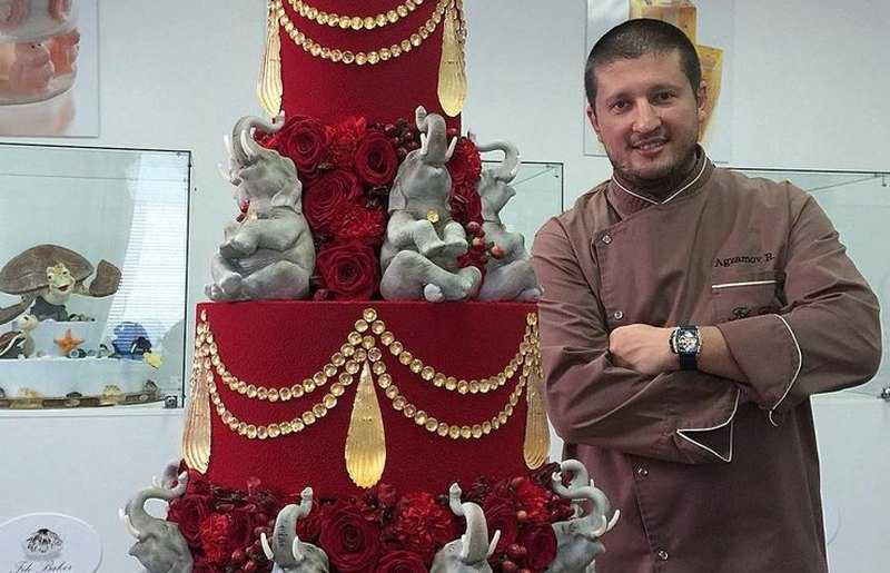 Watch a confectionery show with Renat Azgamov on the channel Friday all seasons