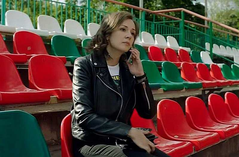 Watch the movie Outside the game 2 season 2019 online series about football for free on Ukraine channel in good quality hd 720-1080 with Anna Taratorkina
