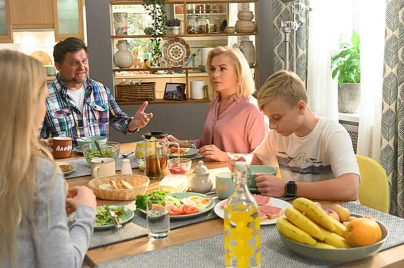 Watch the Russian film Parents season 3, 2020 series online with Poroshina all series on the Super channel